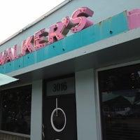 Das Foto wurde bei Walker's Drive In von Josh S. am 6/11/2012 aufgenommen