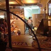 Foto tirada no(a) Giuseppe Pizza por Nessy K. em 8/11/2012