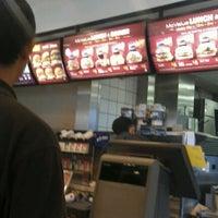 Das Foto wurde bei McDonald's & McCafé von Muhammad Hanifi C. am 3/10/2012 aufgenommen