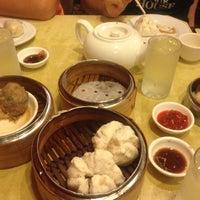 7/29/2012 tarihinde Felipe M.ziyaretçi tarafından China Pearl Restaurant'de çekilen fotoğraf