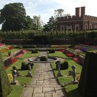 Photo prise au Hampton Court Palace Gardens par Monish D. le9/6/2012