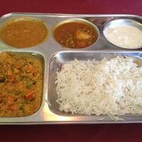Foto tomada en Agra Cafe por Natalie P. el 8/25/2012