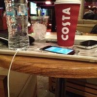 Foto tirada no(a) Costa Coffee por Nikolas P. em 2/14/2012