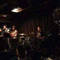 Foto scattata a Wala Wala Cafe Bar da Lynx N. il 6/30/2012