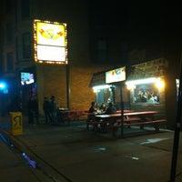 5/8/2012 tarihinde Ricardo H.ziyaretçi tarafından The Wiener's Circle'de çekilen fotoğraf