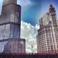 Foto tomada en Chicago Architecture Foundation River Cruise por Michael S. el 6/16/2012