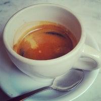 6/5/2012 tarihinde Jesse B.ziyaretçi tarafından Last Drop Coffee House'de çekilen fotoğraf
