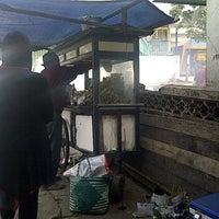 Foto scattata a Sate Ayam Cak Abah da Agas J. il 2/27/2012