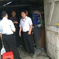 รูปภาพถ่ายที่ Warung Gado-Gado Pak Hasan โดย ♛ FäjäR.iS™ เมื่อ 3/2/2011