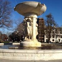 Снимок сделан в Dupont Circle пользователем Jon B. 11/25/2011