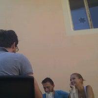 Снимок сделан в Art Cafe пользователем Neita P. 8/20/2012