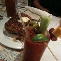 Foto scattata a Ike's Food & Cocktails da Dean S. il 10/9/2011