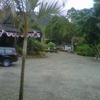 Foto diambil di Tor Sibohi Nauli Hotel Sipirok oleh Ucok Ritonga/Aaat.sdesign pada 8/30/2012