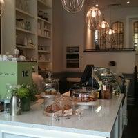 Foto diambil di Tori's Bakeshop oleh laurie D. pada 3/17/2012