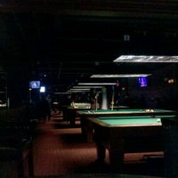 Foto tirada no(a) Society Billiards + Bar por Derek I. em 2/26/2012