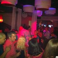 Снимок сделан в Solas Lounge & Rooftop Bar пользователем James N. 8/27/2011
