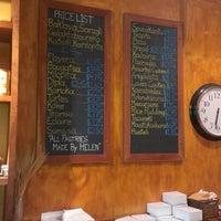 Foto tirada no(a) Pan Hellenic Pastry Shop por Candice K. em 7/13/2012