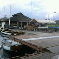 Foto scattata a Center for Wooden Boats da Katey N. il 8/15/2011