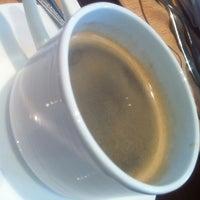 7/31/2011 tarihinde Mhice P.ziyaretçi tarafından Cafe Ilang-Ilang'de çekilen fotoğraf