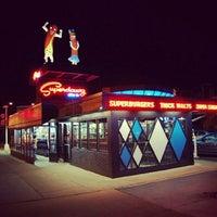 Photo prise au Superdawg Drive-In par Johnny H. le6/28/2012