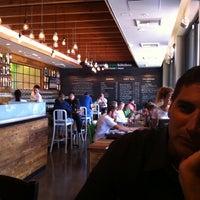 Foto diambil di Crow Burger Kitchen oleh PJ A. pada 7/28/2011
