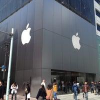 รูปภาพถ่ายที่ Apple Ginza โดย Takahiro Y. เมื่อ 3/20/2012
