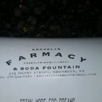 Photo prise au Brooklyn Farmacy & Soda Fountain par Caryn le12/11/2011