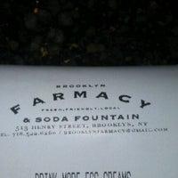 Foto tirada no(a) Brooklyn Farmacy & Soda Fountain por Caryn em 12/11/2011