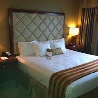 Снимок сделан в Turning Stone Resort Casino пользователем Ken B. 12/22/2011