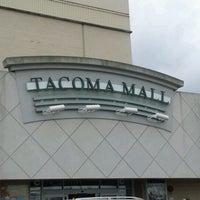 Foto tirada no(a) Tacoma Mall por Jeremy G. em 5/31/2012
