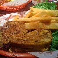 Foto tirada no(a) Red Robin Gourmet Burgers and Brews por Paul L. em 10/1/2011