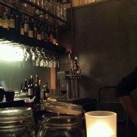 Foto tirada no(a) Poco Wine + Spirits por Don B. em 1/27/2012