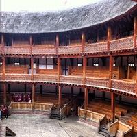 Foto tirada no(a) Shakespeare's Globe Theatre por Angela em 7/5/2012