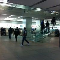 Das Foto wurde bei Apple Jungfernstieg von Alexey S. am 3/24/2012 aufgenommen
