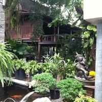 Foto diambil di Bankampu Tropical Café oleh Mookikue S. pada 5/22/2012