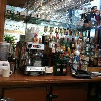 Foto scattata a The Flame Restaurant da Tim M. il 6/3/2012