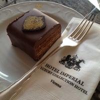 Das Foto wurde bei Hotel Imperial von Dasha K. am 8/24/2012 aufgenommen