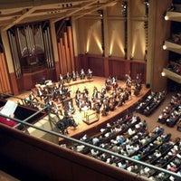Foto scattata a Benaroya Hall da Alvaro F. il 2/17/2012