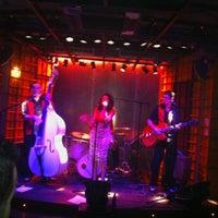 Foto tomada en El Intruso por Daniel el 9/1/2012