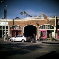 รูปภาพถ่ายที่ Intelligentsia Coffee & Tea โดย @RickNakama เมื่อ 2/11/2012