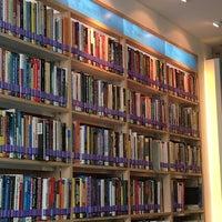 5/9/2012 tarihinde Pariyaron P.ziyaretçi tarafından Maruay Knowledge & Resource Center'de çekilen fotoğraf