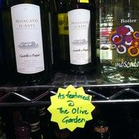 Das Foto wurde bei Mister Wright Fine Wine & Spirits von Eric H. am 2/14/2012 aufgenommen