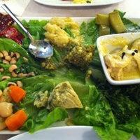 Foto tomada en Sıdıka Meze Restoranı por Neslihan ® el 5/25/2012