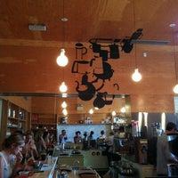 Foto tirada no(a) Intelligentsia Coffee & Tea por elliot em 7/13/2012