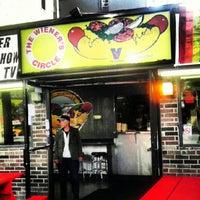 6/21/2012 tarihinde Bruce B.ziyaretçi tarafından The Wiener's Circle'de çekilen fotoğraf