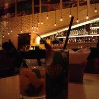 Снимок сделан в Meza Bar пользователем Mariana P. 6/19/2012