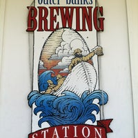 Foto scattata a Outer Banks Brewing Station da Melissa S. il 7/19/2012