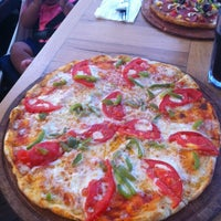 Das Foto wurde bei Uno Restaurant von Esra G. am 7/26/2012 aufgenommen