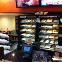 9/7/2012 tarihinde John T.ziyaretçi tarafından Dunkin Donuts'de çekilen fotoğraf