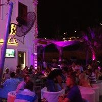 รูปภาพถ่ายที่ Mojito Lounge & Club โดย özgür U. เมื่อ 8/26/2012